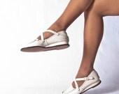 Summer SALE // 1940s Vintage WWII Deadstock Yanigans NOS Leather Moccasin // Wedge Nurse Shoe