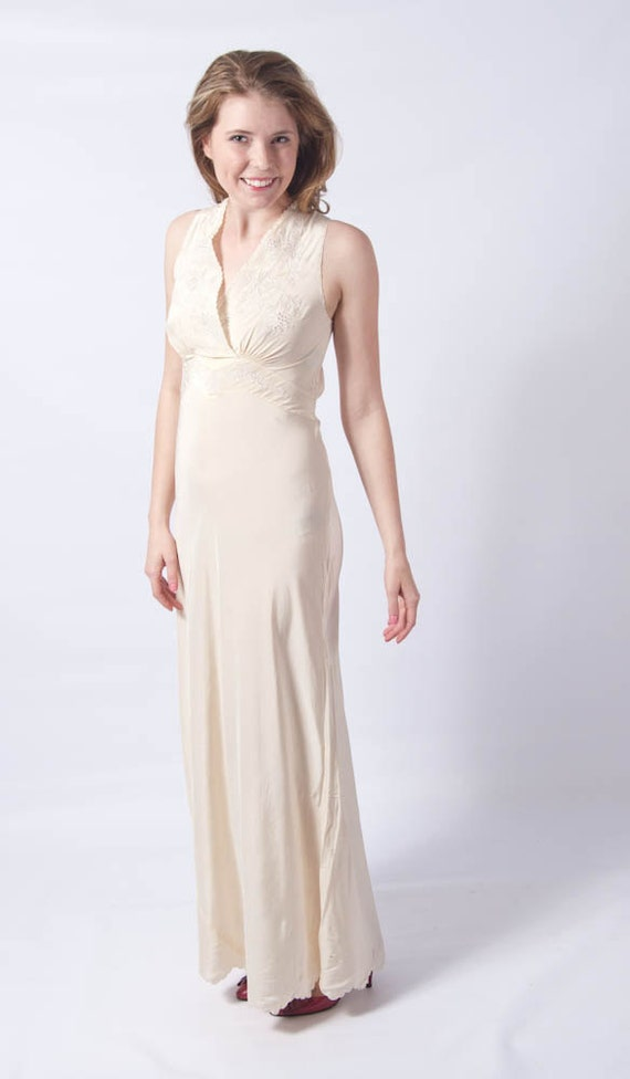 Spring Clean SALE // 1930s Jean Harlow Crepe Silk Bias Gown Sz 34 // Bombshell Wedding Gown S-L