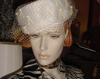 Vintage White Pillbox Hat - US shipping included