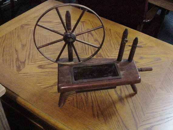 Wooden Spinning Wheel Planter With Plastic Holder