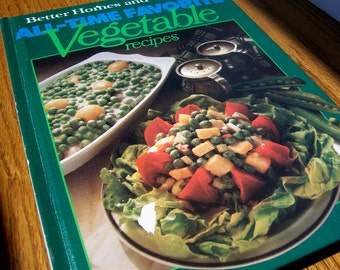 Vintage gifts for men/women, Vegetable cookbook, Better Homes and Gardens Favorite Recipes, nutritious home kitchen holiday meals