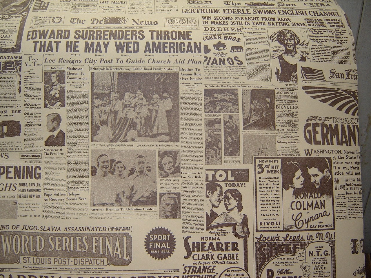 Roll Vintage Newsprint Wallpaper