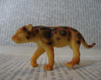 Spotted Leopard Brooch Pin