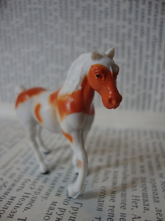 Galloping White and Orange Painted Pinto Horse Brooch Pin - White mane and tail