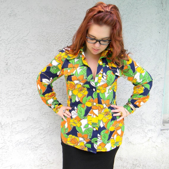 Rainbow Op Art Daisy Darling - Vintage 70s Blouse/Shirt/Top w/ Bright Orange/Yellow/Green/Navy Blue Flower Power Fabric - Plus Size Diva