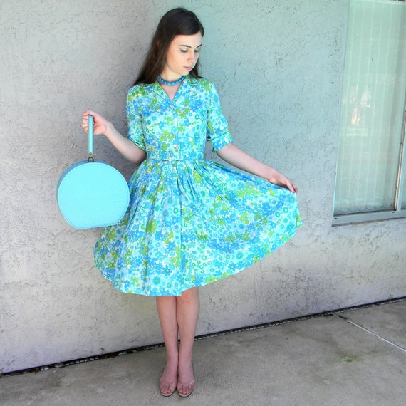 Peggy Sue Got Married - Vintage 60s Turquoise/Green/White Daisy Print Shirtwaist Day Dress w/ Full Twirl Skirt - Pastel Spring Confection