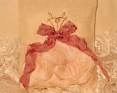 Muslin Wedding Shower Party Favor Gift Bags Adorned with Vintage Inspired Flower Petals ECS
