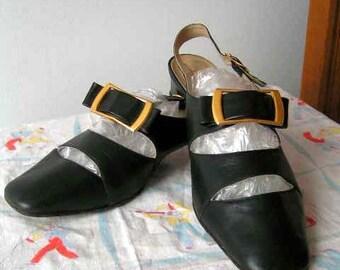 Size 6 1/2-7 1960s Divina Black Buckled Shoes