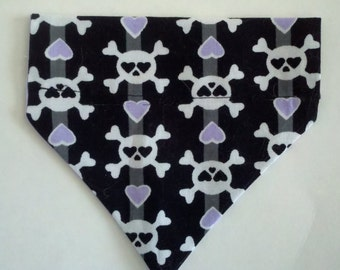 Dog/Cat/Ferret-Reversible 2 in 1 Over the Collar Goth Skull & Hearts Bandana. Custom made just for YOU and your pet