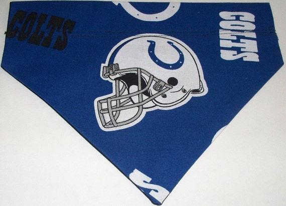 Dog/Cat/Ferret-Reversible 2 in 1 Over the Collar Bandana NFL Football COLTS//Custom made just for YOU and your pet