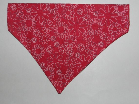 FLOWER POWER Linen Daisy Dog/Cat/Ferret-Reversible 2 in 1 Over the Collar Bandana//Custom made just for you and your pet