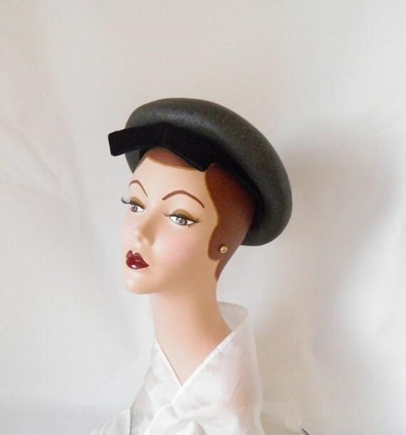 1960s Lilly Dache Dachette hat, gray/black bandeau