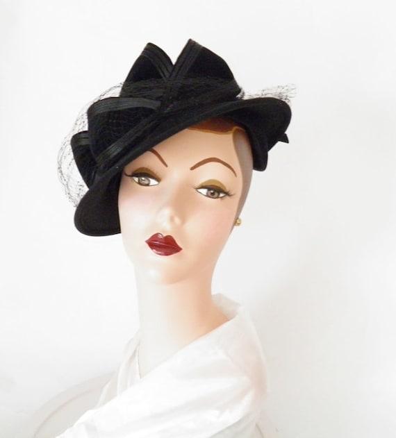 vintage 1930s tilt hat,  made in Italy, black felt