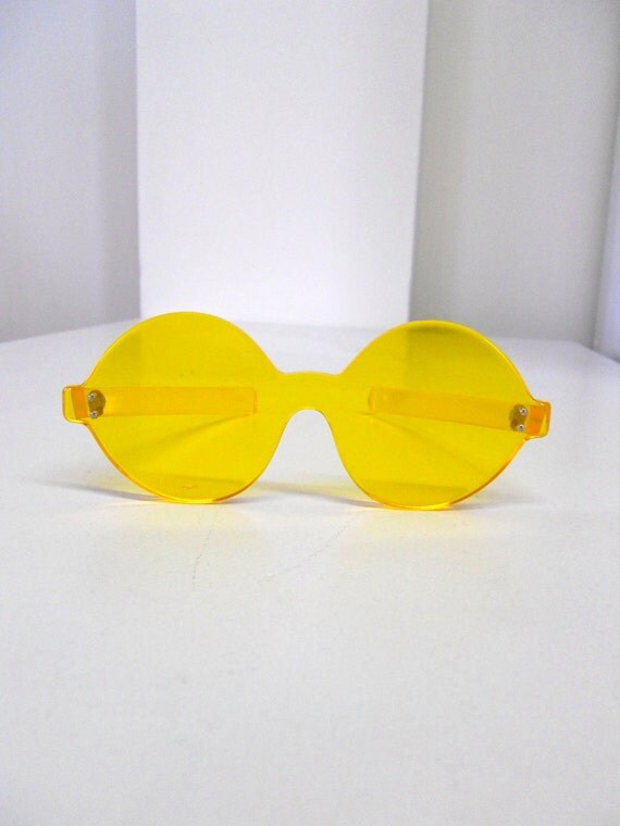 1960s / 1970s Round / Circle Mod Yellow Sunglasses - Thick Plastic, Rimless