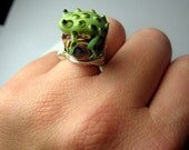 Jungle Leaper - Green Frog Lampwork Cocktail Ring - Any Size