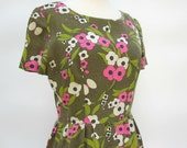 Feedsack Day Dress 1940s - Floral Pattern - Olive Green Pink White - Size 6 - 8 Feed Sack Wiggle Dress