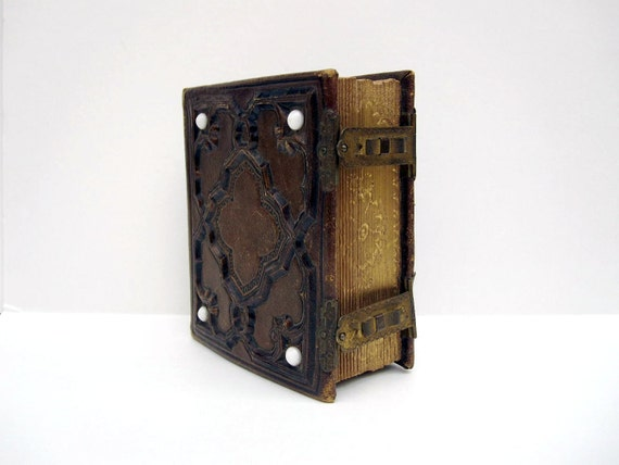 Antique Victorian Photo Album - Tooled Leather and Brass with 50 Photographs - 1800s