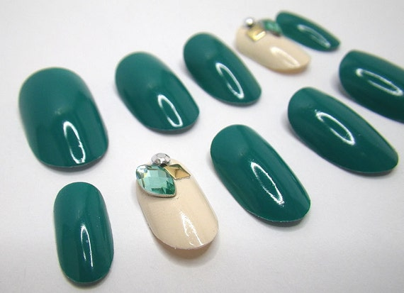 Stick On 3D Nails Emerald Gems Oval