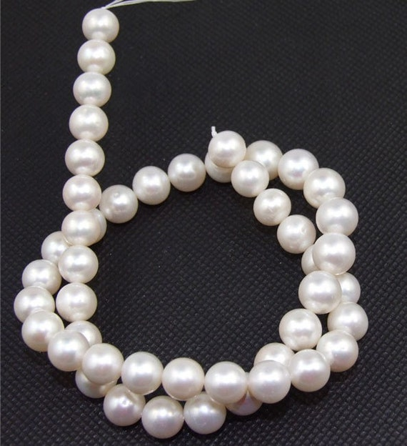 A White Freshwater pearl Cultured Pearl 8mm Gemstone Beads Strand