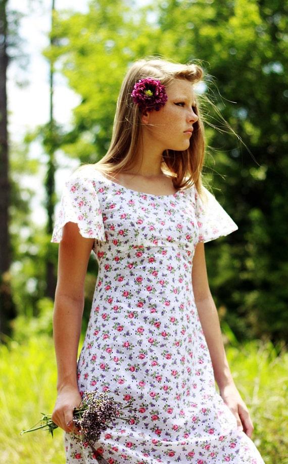 SALE 1970s Small - Vintage Empire Waist Floral Eyelet Dress - Formal Regency Victorian - Vtg Anthropologie