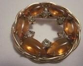 VTG Gold Tone Wreath Brooch