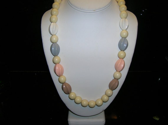 Vintage 1950s Beaded Costume Necklace
