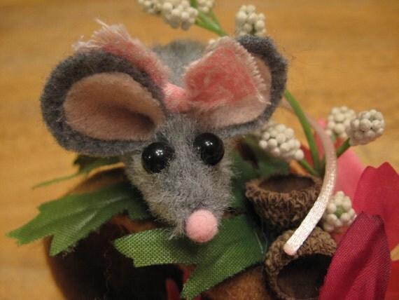 Sweet Little Valentine Finger puppet and flowerpot house