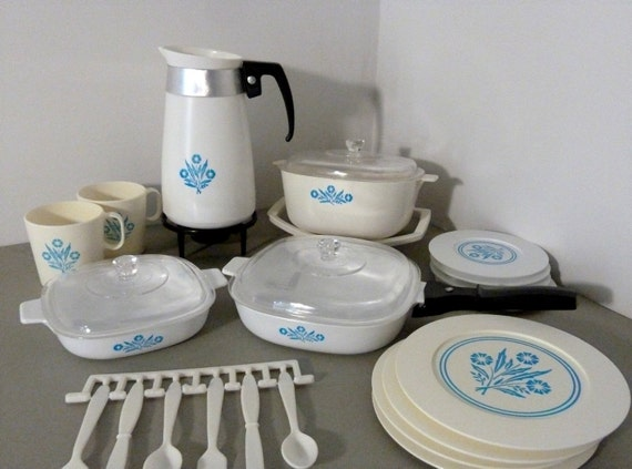 Toy Corning Ware Dish Set