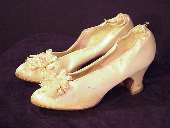 On SALE - Antique French VICTORIAN Ivory Silk Bride's Wedding Shoes