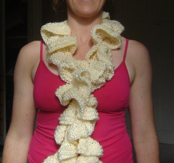 Knitting Pattern For Corkscrew Scarf : Knitted Corkscrew Scarf