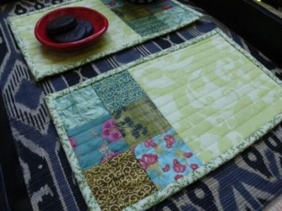 Green floral mug rugs