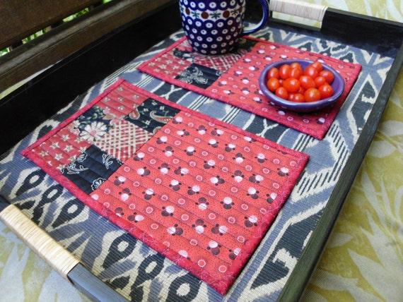 Set of red and black mug rugs