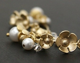 Bridal Pearl Earrings. Swarovski Crystal Pearl Cluster. Golden Flower
