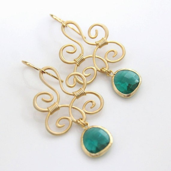 Emerald Green Faceted Glass Pendant Drop Fashion Earrings Gold