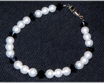 Black and white swarovski pearl and crystal bracelet