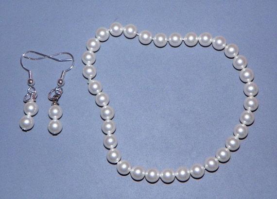 Pearl bracelet and earrings set