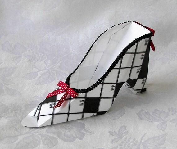 Paper shoe gift favor box crossword for Decoration or embellishment crossword