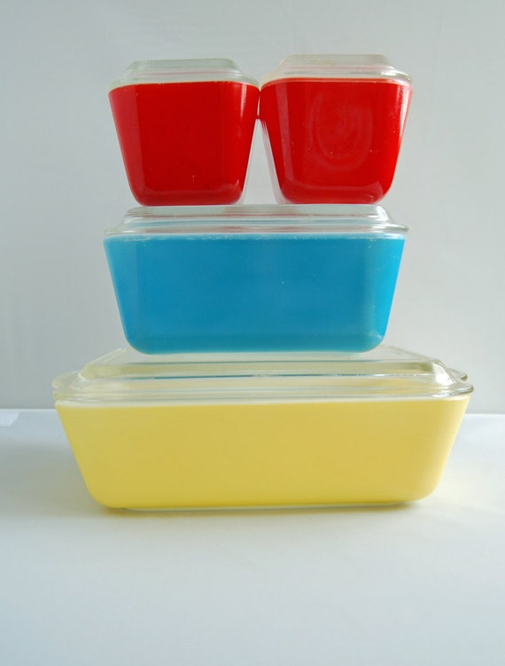 Multicolor Primary Pyrex Refrigerator Dishes Complete Set