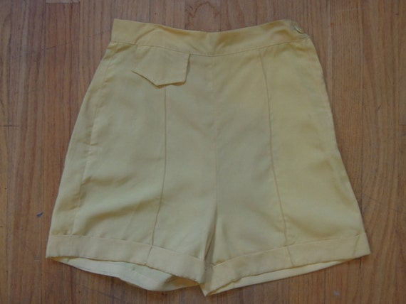 Perfect 1950s Betty Grable Style high waisted rayon Pin-up Shorts, small Xsmall
