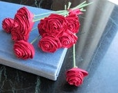 Quilled small paper rose bouquet (Red)