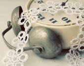 Handmade tatted necklace in pure white - the perfect bridal accessory for a romantic look