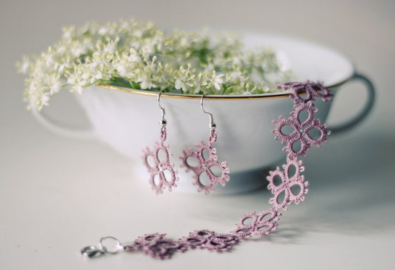 Handmade tatted jewelry set: bracelet and earrings in dusty pink - perfect gift for her under 20 EUR