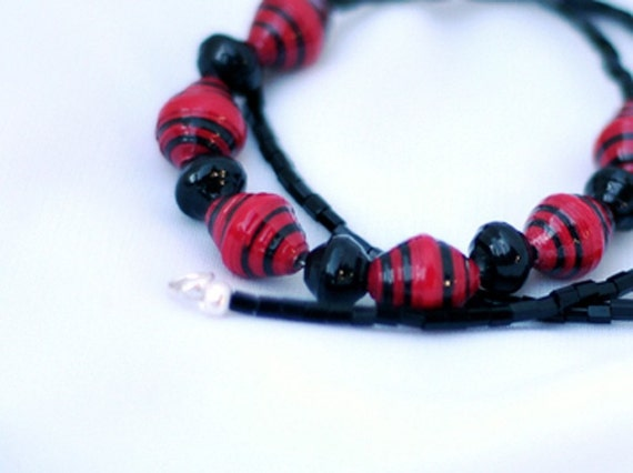 Red and Black: Paper Bead Necklace