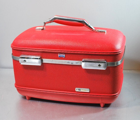 Vintage Train Case with key / Sewing Kit / Makeup Case / Tool Box / 1960s 70s Luggage / Red  Satin White Lining American Escort