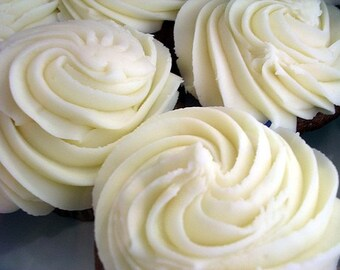 French Vanilla Cupcake--Creamy Hand and Body Lotion--Made with Goat's Milk--Shea Butter-Aloe-Honey and Vitimin E--Huge 8 oz.--Yummy