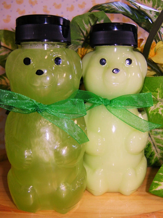 Honey Bear--APPLES and PEARS--Thick and Rich--Extra Moisturizing Shampoo--Perfect for Baby--Toddlers and Little Ones