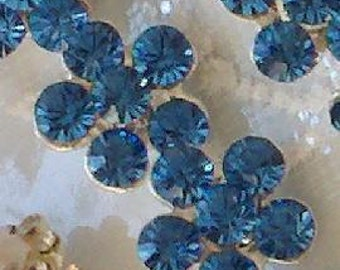 20 Pieces Set. Silver Metal Buttons in Flower Shaped  with Crystal Clear  Blue Topaz Glass Rhinestones.