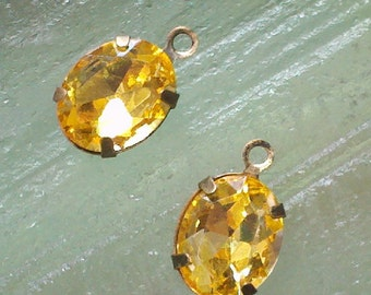 4 Pieces. 10 MM X 8 MM   Honey  Color Faceted Oval  Crystal Glass  Rhinestones  With One Ring   Antique  Brass Settings.