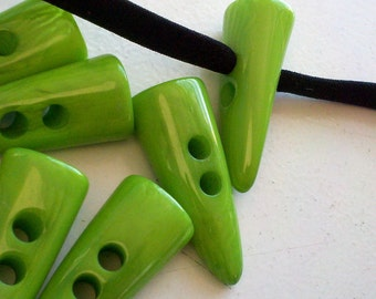 12  Pieces Large Kelly Green  Button , Horn Shaped Toggles,  Great for Jackets, Handbags, Sweaters and  Home Decor.