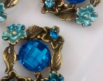4 Pieces Antique  Brass Flower and Leaves  Motif  Metal  Beads with  Ocean Blue Color Jewels and  Rhinestones